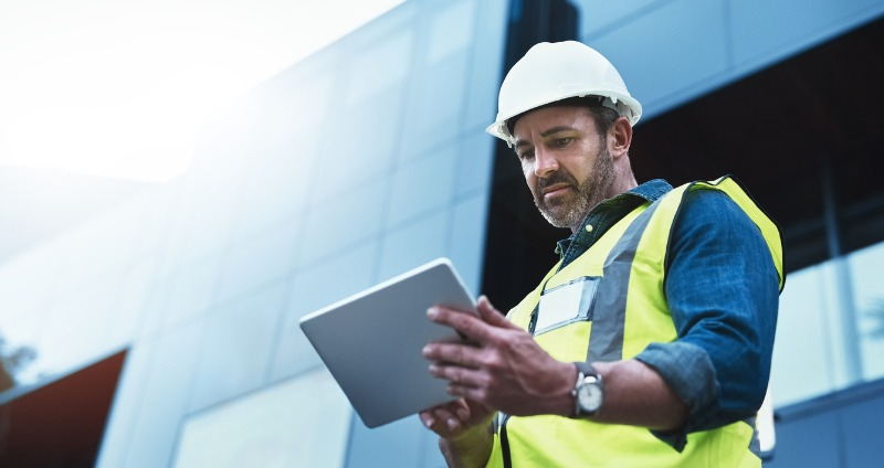 Construction worker using an android app to boost productivity